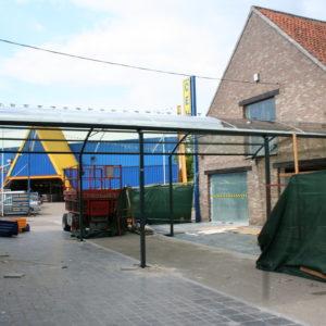 BOzARC arrondi, structure gris foncé, toiture transparente.