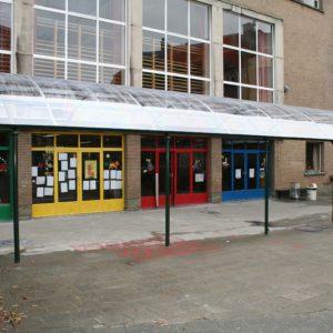BOzARC arrondi, préau cour, structure vert, toiture transparente.